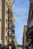 LONDRES, R-U - 22 AOÛT : Bâtiment rénové de quai de maîtres d'hôtel dans Lon Photographie stock libre de droits