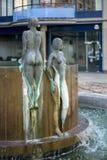 LONDRES, R-U - 22 AOÛT : Fontaine de cascade par Antony Donaldson Photos libres de droits