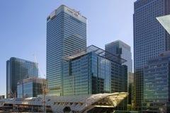 LONDRES, R-U - 24 AVRIL 2014 : Chantier avec l'aria de Canary Wharf de grues, Image libre de droits