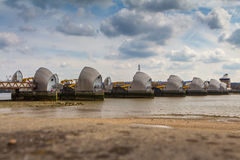 LONDRES, R-U - 1ER AVRIL 2016 : Barrière d'inondation de la Tamise Photo stock