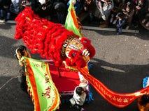 LONDRES, R-U - 14 FÉVRIER 2016 : Figurine lumineuse de lion dans N chinois Images libres de droits