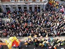 LONDRES, R-U - 14 FÉVRIER 2016 : Foule pendant pendant la nouvelle année chinoise 20 Images libres de droits