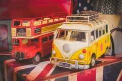 Londres, R-U - 26 février 2014 : Modèles de voiture de vintage sur la boutique W Photos stock