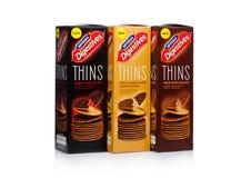 LONDRES, R-U - 20 JANVIER 2018 : Les boîtes de McVities Digestives amincit avec du chocolat sur le blanc Images stock