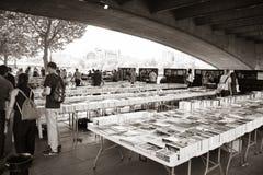 LONDRES, R-U - 21 JUIN 2014 : Le marché du livre du centre de Southbank Images libres de droits