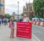 Londres/R-U - 26 juin 2019 - pro-Brexit militant en dehors du Parlement invitant le gouvernement à livrer un Brexit propre images stock