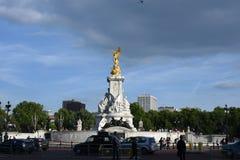 Londres, R-U : Le 27 juin 2015 : Victoria Memorial Statue et le Buckingham Palace à Londres, structures merveilleuses, doivent vi Photos stock