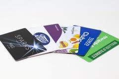 Londres, R-U - 14 mai 2019 - collection de cartes de fidélité de client des bottes, Sainsbury, marques et Spencer, Hollande et Ba photo stock