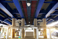 LONDRES, R-U - 12 MAI 2014 : Station de quartiers des docks de Canary Wharf DLR à Londres Image libre de droits