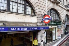 LONDRES, R-U - 17 octobre 2017 : La station de métro de Street de Baker est une station sur Londres au fond Station de rue de Bak photos stock