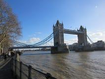 Londres, R-U - pont de tour images libres de droits