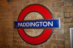 Londres, R-U - vers en mars 2012 : Connexion Londres de station de métro de tube de souterrain de Paddington Images libres de droits