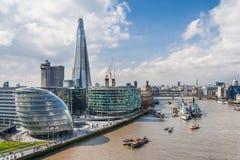 Londres, R-U - vers en mars 2012 : Vue du bâtiment de Southwark, de Tamise, de ville hôtel et de tesson à Londres Image libre de droits