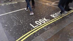 Londres, Reino Unido - 1º de fevereiro de 2019: Estrada do cruzamento de pedestres, filme