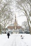 LONDRES, REINO UNIDO - 21 DE ENERO: Hyde Park cubrió en nieve con Albert M Foto de archivo libre de regalías