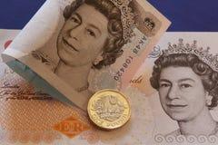 LONDRES, REINO UNIDO, ANO 2017 - umas libras britânicas, novo tipo 2017 Imagem de Stock Royalty Free
