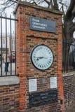 Londres, Reino Unido - circa marzo de 2012: Shepherd los estándares de 24 horas del reloj y del público de la puerta de la longit Imagen de archivo libre de regalías