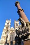 LONDRES, REINO UNIDO: Columna de la abadía de Westminster y del monumento de guerra de los escolares Fotos de archivo libres de regalías