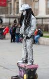 LONDRES, REINO UNIDO - 9 DE ABRIL DE 2013: Actor de la pantomima de la calle en la calle fotos de archivo libres de regalías