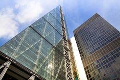 LONDRES, REINO UNIDO - 24 DE ABRIL DE 2014: Cidade de Londres uma dos centros principais da finança global, matrizes para bancos  imagens de stock royalty free
