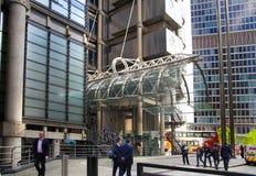 LONDRES, REINO UNIDO - 24 DE ABRIL DE 2014: Ciudad de Londres uno de los centros principales de las finanzas globales, jefaturas  Imagen de archivo libre de regalías