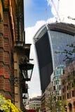 LONDRES, REINO UNIDO - 24 DE ABRIL DE 2014: Ciudad de Londres uno de los centros principales de las finanzas globales, jefaturas  Foto de archivo libre de regalías