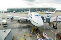 LONDRES, REINO UNIDO - 19 DE AGOSTO DE 2014: Vías aéreas Boeing de Brithis Fotografía de archivo