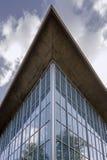 LONDRES, REINO UNIDO - LONDRES, REINO UNIDO - 6 DE AGOSTO DE 2018: Fachada arquitetónica exterior da galeria do museu do projeto fotografia de stock