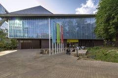 LONDRES, REINO UNIDO - 6 DE AGOSTO DE 2018: Pátio exterior da entrada do museu do projeto imagens de stock royalty free