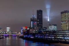 Londres, Reino Unido - 13 de dezembro de 2016: Skyline de Londres na noite Fotografia de Stock