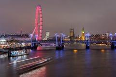 Londres, Reino Unido - 13 de diciembre de 2016: Horizonte de Londres en la noche Imagen de archivo libre de regalías