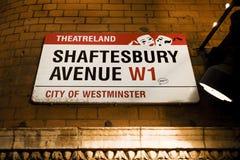 Placa de calle de Londres, avenida de Shaftesbury Fotos de archivo libres de regalías