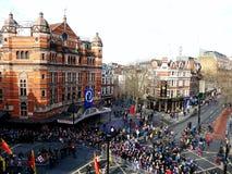 LONDRES, REINO UNIDO - 14 DE FEBRERO DE 2016: Muchedumbre por el Año Nuevo chino 2016 Fotografía de archivo libre de regalías