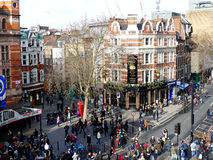 LONDRES, REINO UNIDO - 14 DE FEBRERO DE 2016: Muchedumbre que dispersa después del Ne chino Foto de archivo
