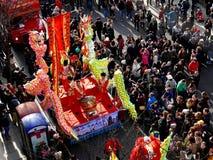 LONDRES, REINO UNIDO - 14 DE FEVEREIRO DE 2016: Desempenho chinês do cilindro do ano novo Imagem de Stock Royalty Free