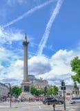 Londres, Reino Unido - 21 de julho de 2017: Nelson& x27; coluna de s em Trafalgar Square Fl Fotos de Stock Royalty Free