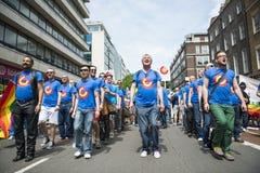 LONDRES, REINO UNIDO - 29 DE JUNHO: O coro dos homem gay de Londres no orgulho alegre P Imagem de Stock