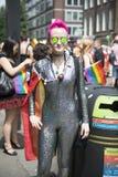 LONDRES, REINO UNIDO - 29 DE JUNIO: Participante en el orgullo gay que presenta para el pi Fotografía de archivo libre de regalías