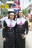 LONDRES, REINO UNIDO - 29 DE JUNIO: Participante en el orgullo gay que presenta para el pi Imágenes de archivo libres de regalías
