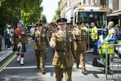 LONDRES, REINO UNIDO - 29 DE JUNIO: Regimiento escocés que marcha en apoyo de t Foto de archivo libre de regalías