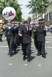 LONDRES, REINO UNIDO - 29 DE JUNIO: Regimiento real de la marina de guerra que marcha en apoyo de Fotos de archivo libres de regalías