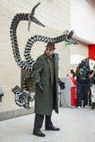 LONDRES, Reino Unido - 26 de maio: Cosplayers do doutor Octopus que levantam no MCM Fotografia de Stock