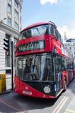Londres, Reino Unido - 30 de maio de 2015: Ônibus vermelho inglês em Londres Fotos de Stock