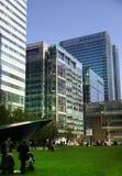 LONDRES, REINO UNIDO - 14 DE MAIO DE 2014: Arquitetura moderna dos prédios de escritórios da ária de Canary Wharf o centro princi Fotografia de Stock