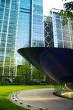 LONDRES, REINO UNIDO - 14 DE MAIO DE 2014: Arquitetura moderna dos prédios de escritórios da ária de Canary Wharf o centro princi Imagem de Stock Royalty Free