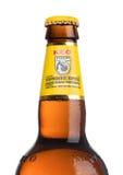 LONDRES, REINO UNIDO - 15 DE MAIO DE 2017: Garrafa da cerveja de cerveja pilsen de KEO no branco Cerveja de Chipre imagens de stock