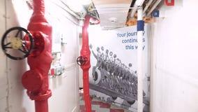Londres, Reino Unido - 13 de maio de 2019: O interior do museu do navio de guerra do HMS Belfast, considerou a ação durante a seg filme