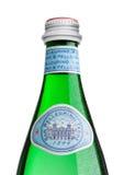 LONDRES, REINO UNIDO - 30 DE MARÇO DE 2017: Garrafa da água mineral de San Pellegrino no branco San Pellegrino é um tipo italiano Imagem de Stock Royalty Free