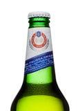 LONDRES, REINO UNIDO - 15 DE MARZO DE 2017: Botella fría de cerveza de Peroni N fundada la ciudad de Vigevano, Italia en 1846 Fotos de archivo libres de regalías