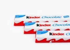 LONDRES, Reino Unido - 17 de novembro de 2017: Barras de chocolate mais amáveis no branco Umas barras mais amáveis são produzidas Fotos de Stock
